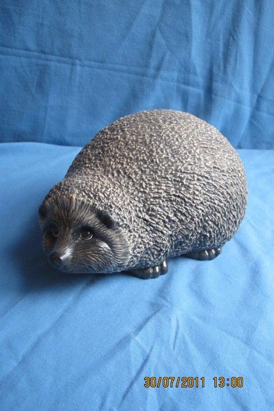 """gare 2626 lge garden hedgehog (HD 1)  9.5""""L  bisqueware"""